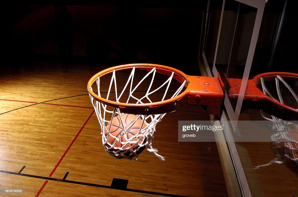Basketball-Ziel mit ball : Stock-Foto
