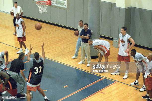 Golden State Warriors coach PJ Carlesimo with his players during first day of practice Behind the Scenes San Francisco CA CREDIT Brad Mangin