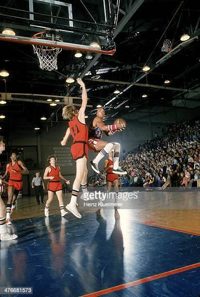 Harlem Globetrotters Fred Curly Neal in action vs Washington Generals at Palais des Sports Paris France 6/12/1973 6/17/1973 CREDIT Heinz Kluetmeier