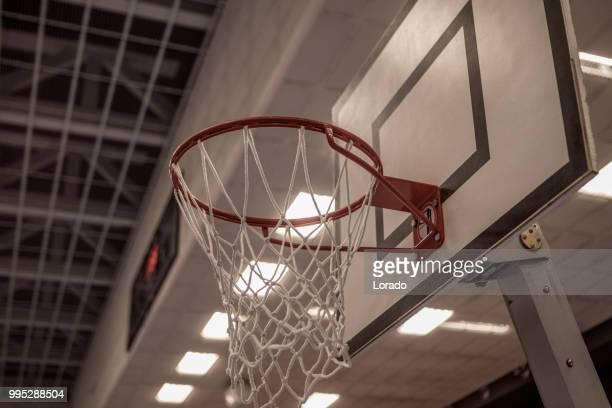 バスケットボールのリングとネット - トレーニングドリル ストックフォトと画像