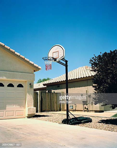 basketball hoop in driveway, side view - driveway stock pictures, royalty-free photos & images