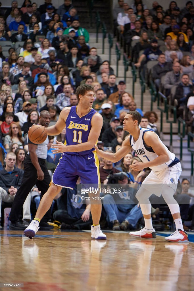 Los Angeles Lakers Brook Lopez (11) in action vs Dallas Mavericks Dwight Powell (7) at American Airlines Center. Greg Nelson TK1 )