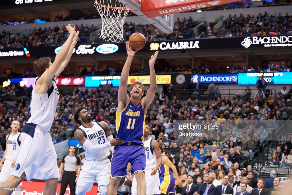 Los Angeles Lakers Brook Lopez (11) in action vs Dallas Mavericks Wesley Matthews (23) at American Airlines Center. Greg Nelson TK1 )