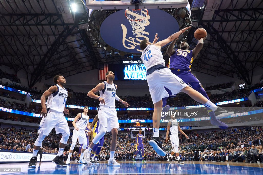 Dallas Mavericks vs Los Angeles Lakers : ニュース写真