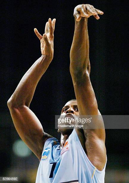 Basketball / Maenner Berlin Basketball Trophy 2004 Alba Berlin RheinEnergie Koeln 6960 Michael WRIGHT / Alba 091004
