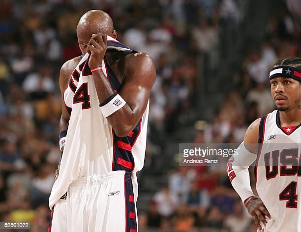 Basketball / Maenner Laenderspiel 2004 Koeln USA Italien 7895 Lamar ODOM Allen IVERSON / USA 030804