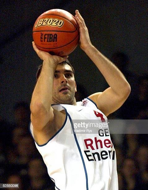 Basketball / Maenner ULEB Cup 2004 Koeln RheinEnergie Koeln KK Zadar Vladimir BOGOJEVIC / Koeln 270104
