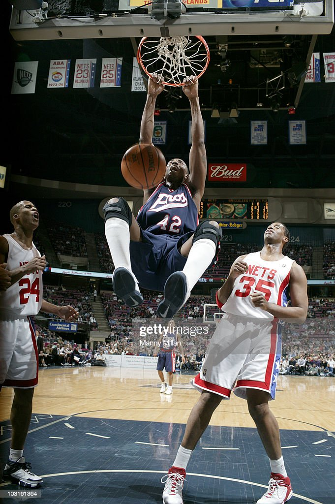 Memphis Grizzlies Lorenzen Wright (42) in action, dunk vs New Jersey Nets. East Rutherford, NJ 3/29/2006