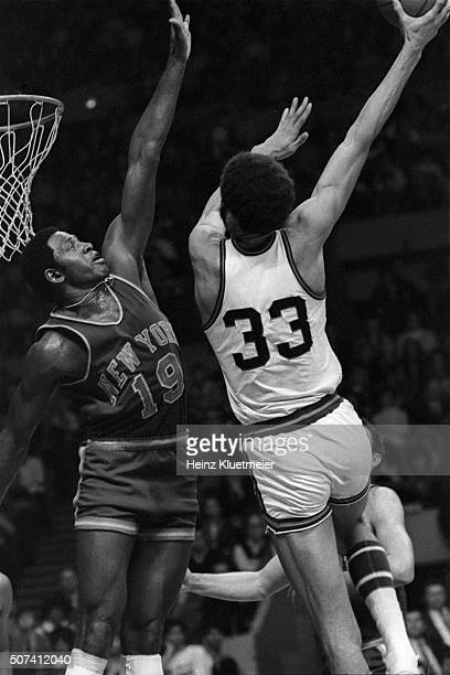 Milwaukee Bucks Lew Alcindor in action, sky hook shot vs New York Knicks Willis Reed at Milwaukee Arena. Milwaukee, WI 1/2/1970 CREDIT: Heinz...