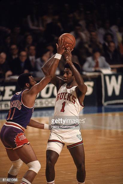 Basketball Milwaukee Bucks Oscar Robertson in action vs Phoenix Suns Clem Haskins Milwaukee WI 2/6/1973