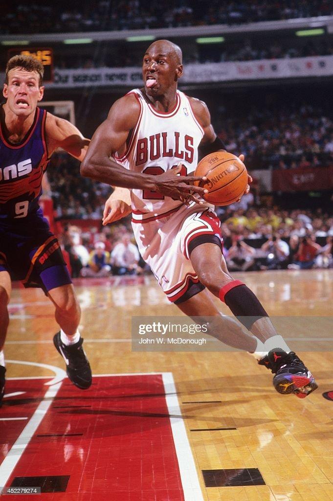 ahorrar comprar online fotos oficiales Chicago Bulls Michael Jordan in action vs Phoenix Suns at Chicago ...