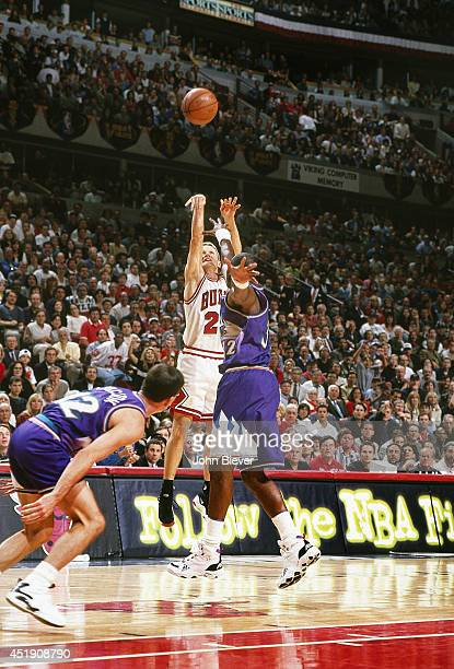 NBA Finals Chicago Bulls Steve Kerr in action shot vs Utah Jazz Karl Malone at United Center Game 6 Chicago IL CREDIT John Biever
