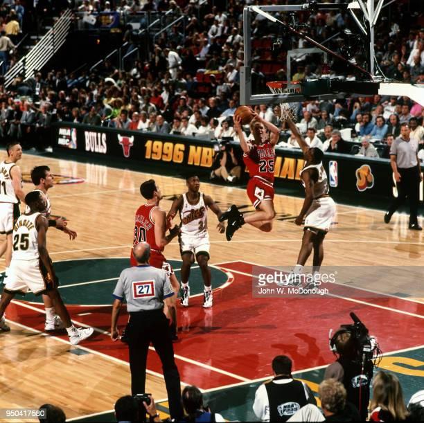NBA Finals Chicago Bulls Steve Kerr in action vs Seattle SuperSonics Hersey Hawkins at KeyArena Game 3 Seattle WA CREDIT John W McDonough