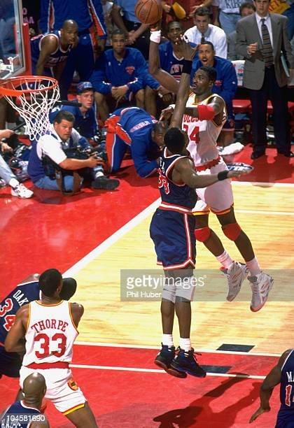 NBA Finals Houston Rockets Hakeem Olajuwon in action taking shot vs New York Knicks Patrick Ewing Game 7 Houston TX 6/22/1994 CREDIT Phil Huber