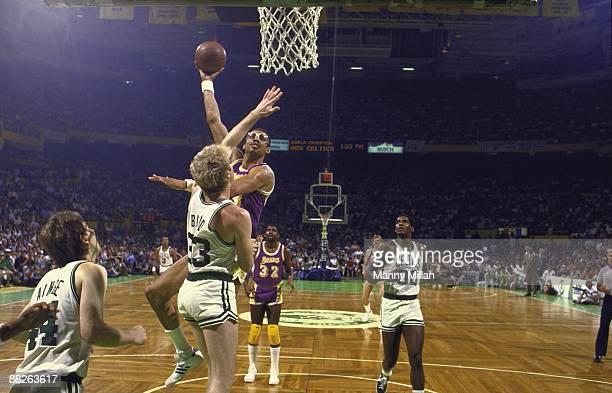 NBA Finals Los Angeles Lakers Kareem AbdulJabbar in action hook shot vs Boston Celtics Larry Bird Game 1 Boston MA 5/27/1985 CREDIT Manny Millan