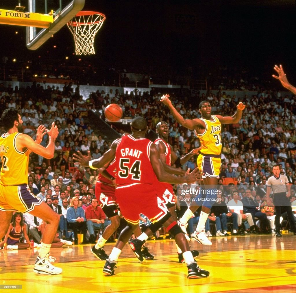 Los Angeles Lakers Magic Johnson In Action, Pass To Vlade