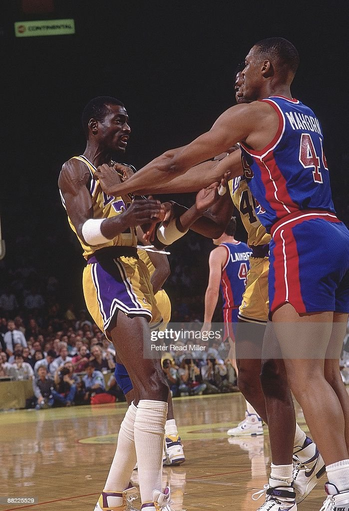 Nba Basketball Los Angeles Lakers: Los Angeles Lakers Michael Cooper Getting Shoved By