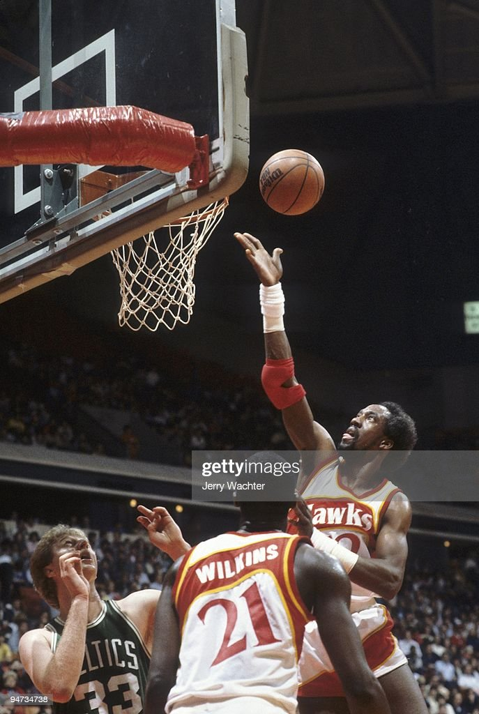 Atlanta Hawks Dan Roundfield (32) in action, layup vs Boston Celtics. Game 2. Atlanta, GA 4/22/1983
