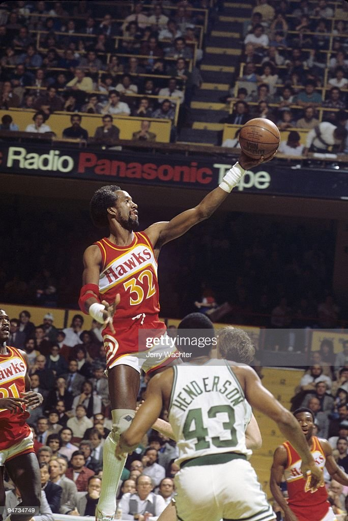 Atlanta Hawks Dan Roundfield (32) in action, layup vs Boston Celtics. Game 1. Boston, MA 4/19/1983