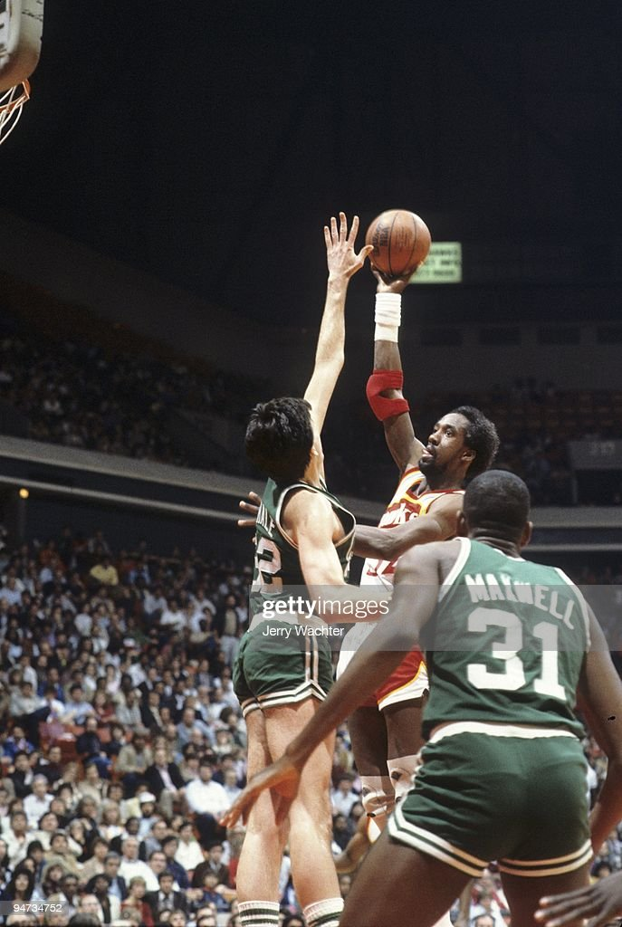 Atlanta Hawks Dan Roundfield (32) in action, shot vs Boston Celtics. Game 2. Atlanta, GA 4/22/1983
