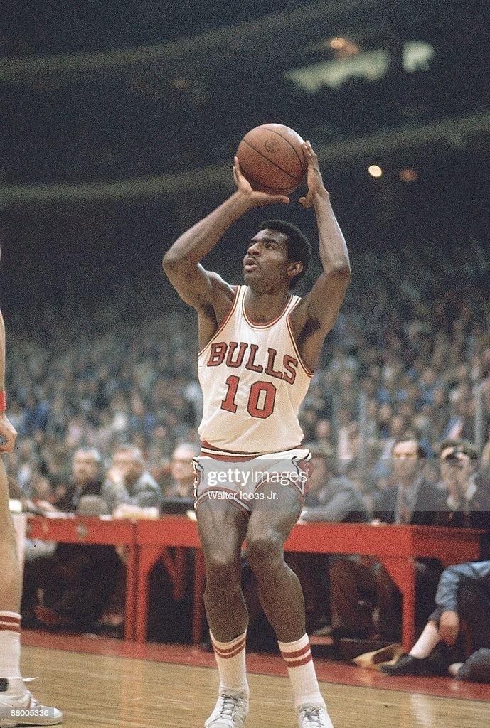 Chicago Bulls Bob Love in action, shot vs Los Angeles ...