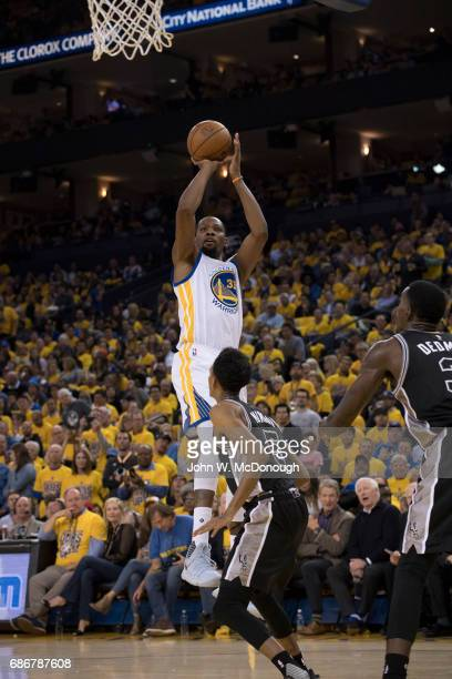 NBA Playoffs Golden State Warriors Kevin Durant in action shooting vs San Antonio Spurs at Oracle Arena Game 2 Oakland CA CREDIT John W McDonough