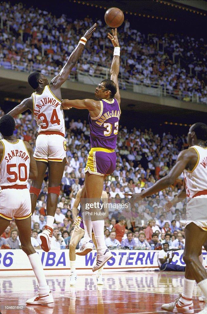 Los Angeles Lakers Kareem Abdul-Jabbar in action, hook ...