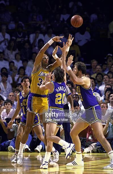 NBA Playoffs Los Angeles Lakers Kareem AbdulJabbar in action pass vs Utah Jazz Bobby Hansen and Mark Eaton Inglewood CA 5/8/19885/21/1988 CREDIT...