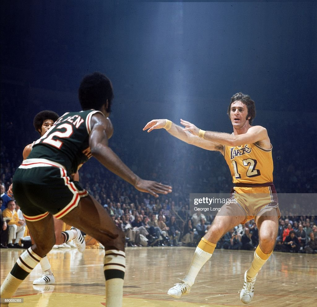 Los Angeles Lakers Pat Riley in action, passing vs ...