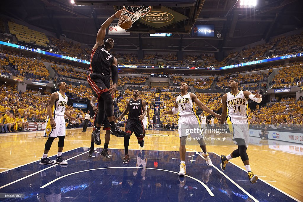 Miami Heat Dwyane Wade in action, dunking vs Indiana Pacers at