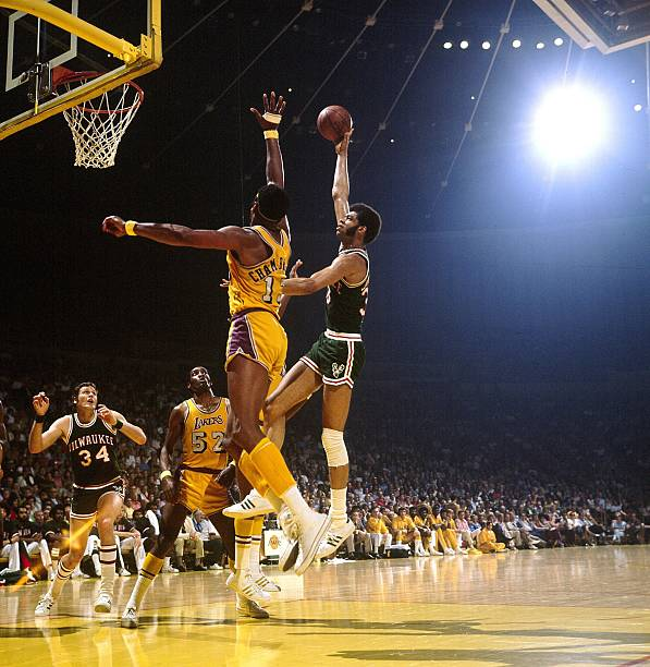 A Look Back At The LA Lakers 33 Game Winnning Streak