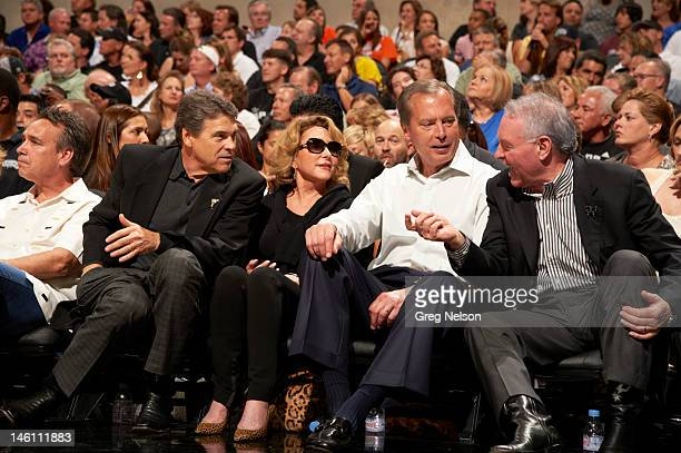 NBA Playoffs Texas governor Rick Perry Julianna Hawn Holt lieutenant governor David Dewhurst and San Antonio Spurs owner Peter Holt during Game 1 vs...