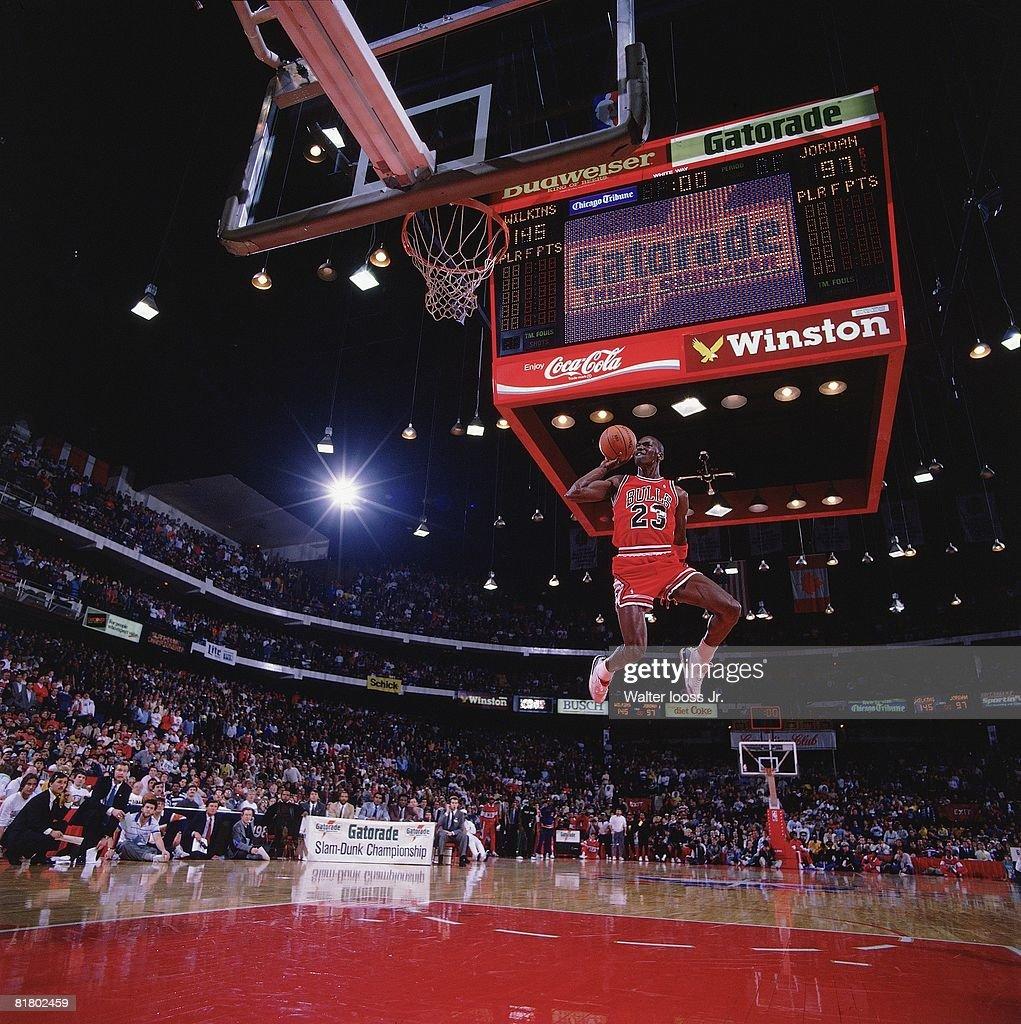 Chicago Bulls Michael Jordan, 1988 NBA Slam Dunk Contest : News Photo
