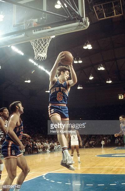New York Knicks vs Mike Riordan in action, rebounding vs Milwaukee Bucks at Milwaukee Arena. Milwaukee, WI CREDIT: Heinz Kluetmeier