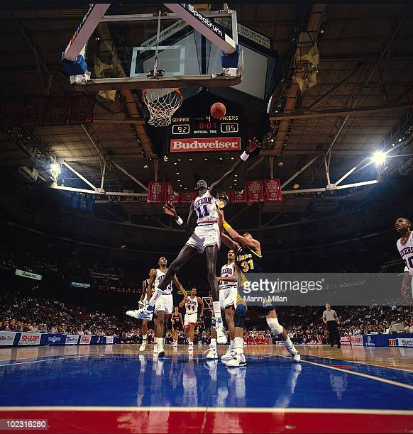 Philadelphia 76ers Manute Bol in action vs Indiana Pacers. Philadelphia, PA CREDIT: Manny Millan 079007081