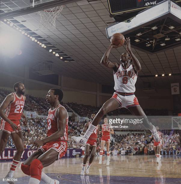 Basketball Phoenix Suns Walter Davis in action taking shot vs Atlanta Hawks Phoenix AZ 2/9/1978