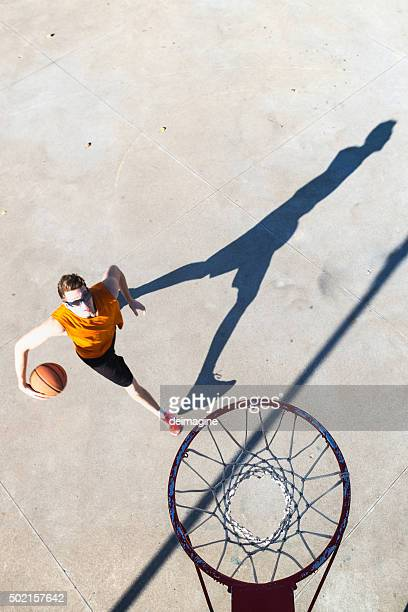 Basketball player goes toward the hoop