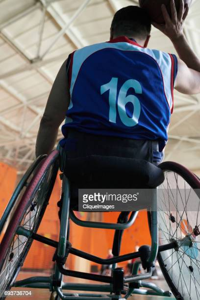 basketball player in wheelchair - cliqueimages - fotografias e filmes do acervo