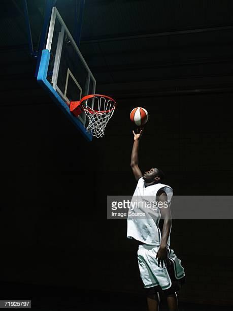 basketball player - ゴールを決める ストックフォトと画像