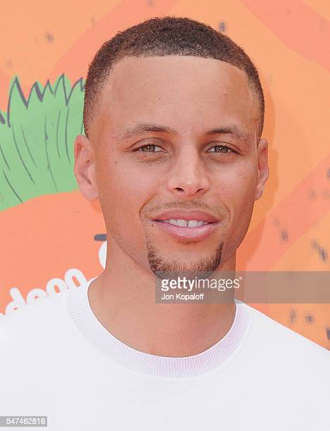 NBA basketball player Stephen Curry arrives at Nickelodeon Kids' Choice Sports Awards 2016 at UCLA's Pauley Pavilion on July 14 2016 in Westwood...