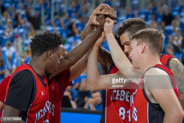 basketball players in huddle - basketball team stock pictures, royalty-free photos & images