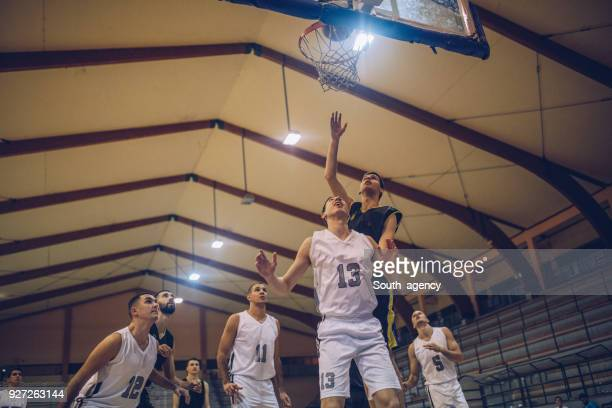 basketball players playing basketball - basketball team stock pictures, royalty-free photos & images