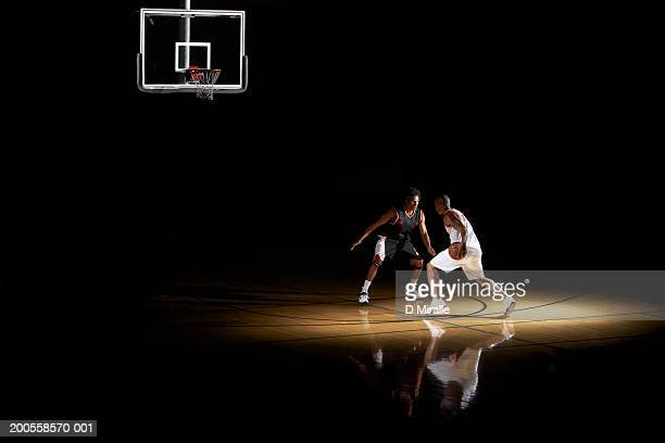 basketball players playing one on one - basketball stock-fotos und bilder