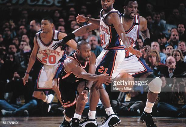 Basketball playoffs Miami Heat Tim Hardaway in action making pass vs New York Knicks New York NY 5/14/1999