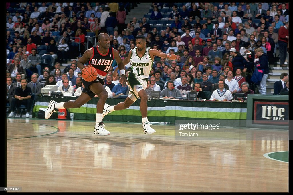 basketball-portland-trail-blazers-terry-porter-in-action-vs-milwaukee-picture-id50729048?k