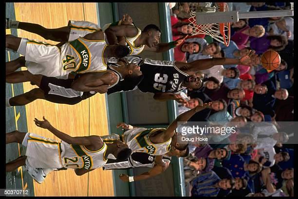 San Antonio Spurs Antoine Carr in action shooting vs Seattle Supersonics