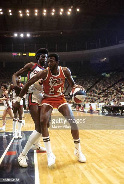 Spirits of St Louis Marvin Barnes in action vs Kentucky Colonels Caldwell Jones at Riverfront Coliseum Cincinnati OH CREDIT Manny Millan