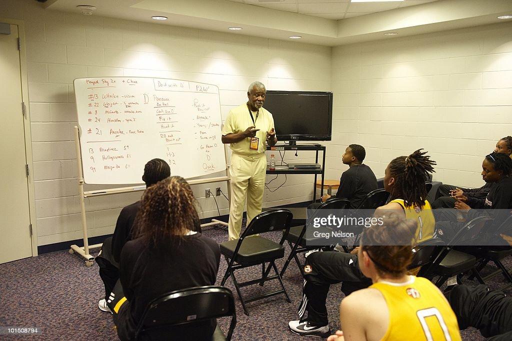 Tulsa Shock coach Nolan Richardson in locker room with players before game vs Minnesota Lynx. Tulsa, OK 5/15/2010