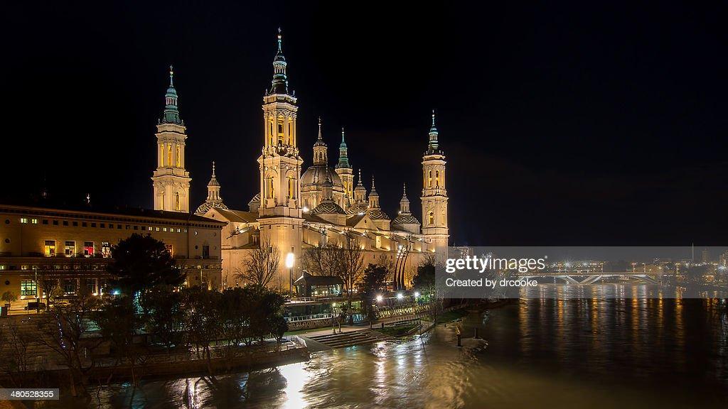 Basílica del Pilar, Noche : Bildbanksbilder