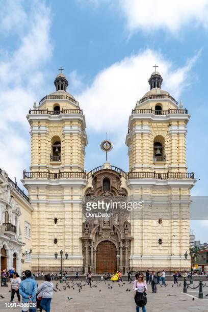 basílica y convento de san francisco de lima - lima perú fotografías e imágenes de stock
